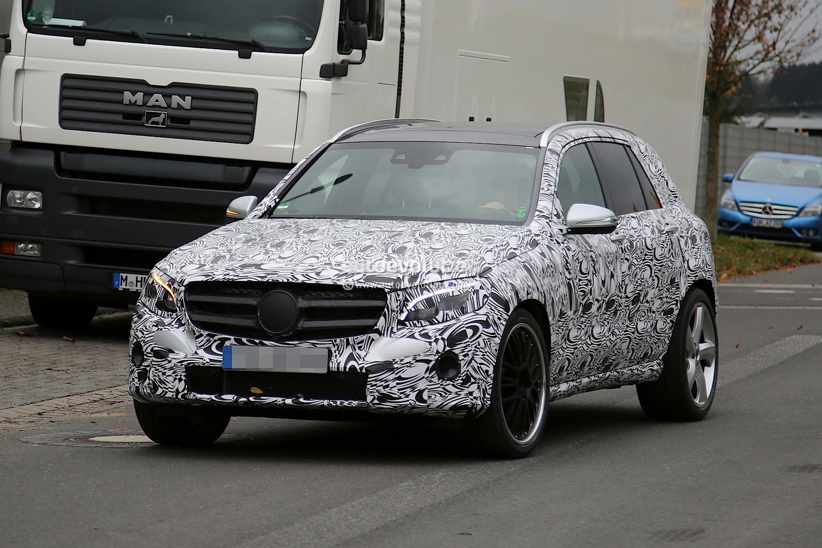 Mercedes benz glc63 amg first spyshots glk successor with for Mercedes benz glk350 amg