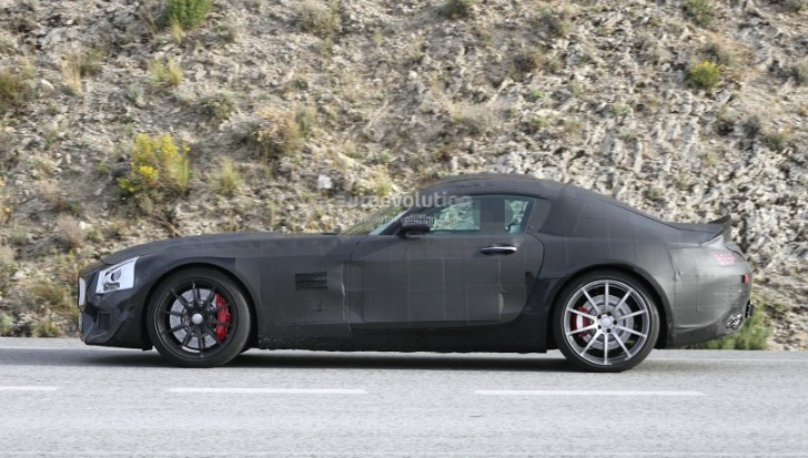 Mercedes-Benz GT (C190) Caught Testing in Southern Europe [Photo Gallery]