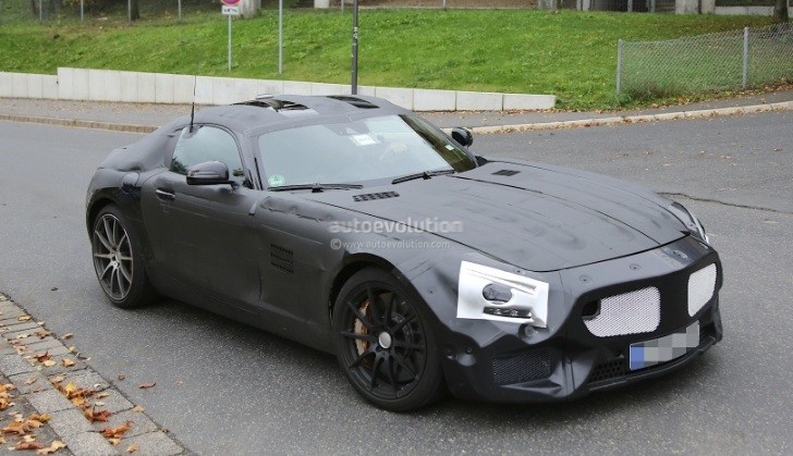 Mercedes-Benz GT (C190) Spied With Carbon Ceramic Brakes [Photo Gallery]