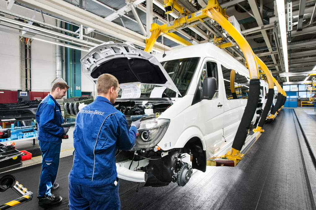 mercedes benz is positive about the refugee situation On mercedes benz germany internship