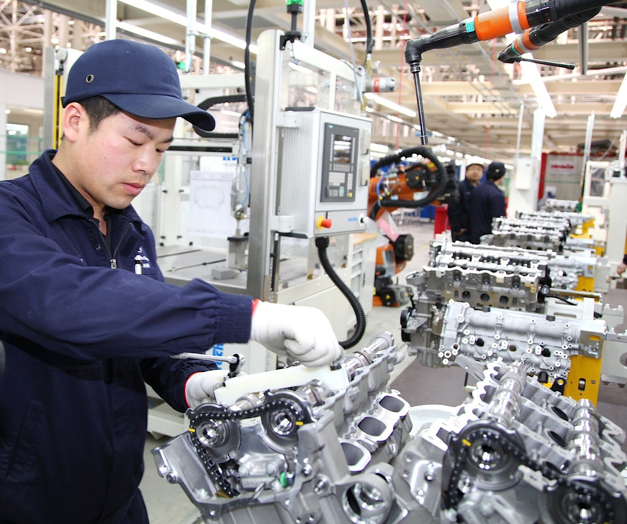 Mercedes benz opens first engine plant in china for Mercedes benz engineering