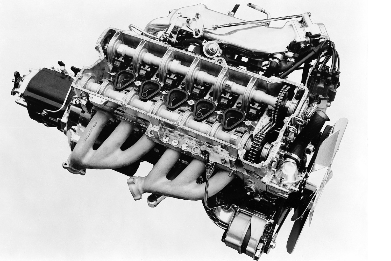 Mercedes Benz Plans Four Twin Turbocharged Inline Six