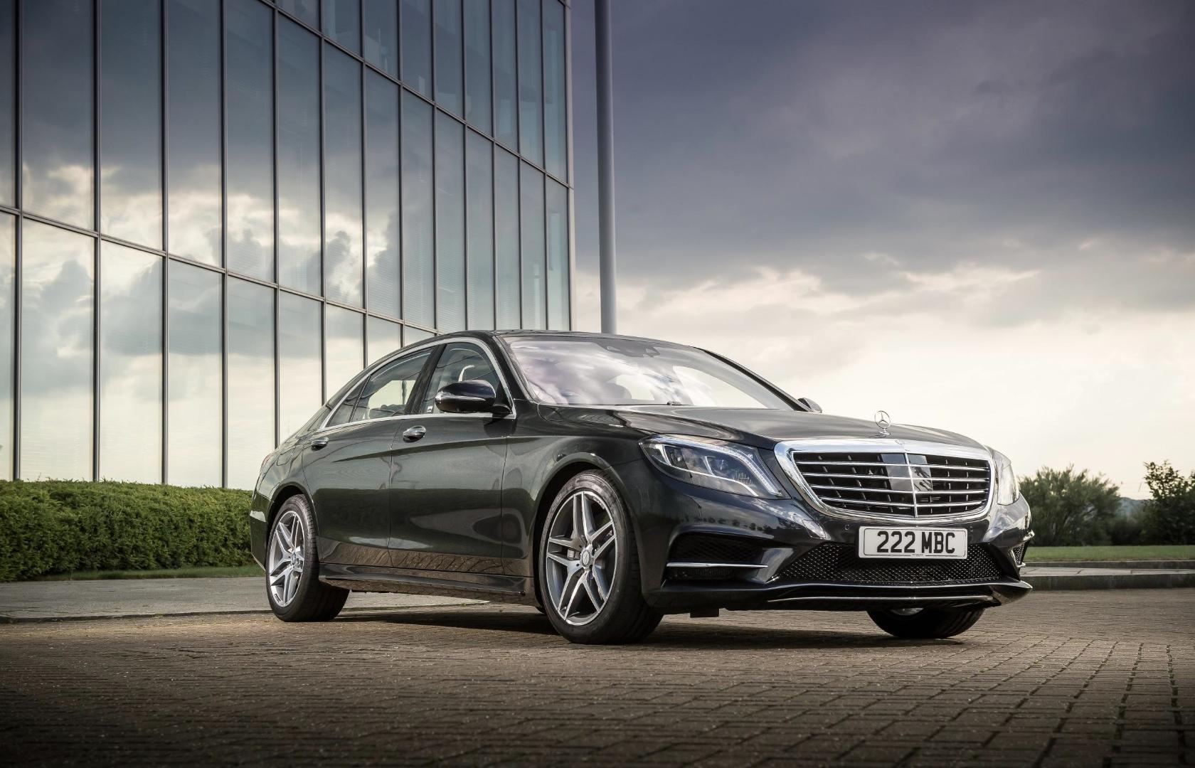 Mercedes benz s class picks up best executive car award for Best class of mercedes benz