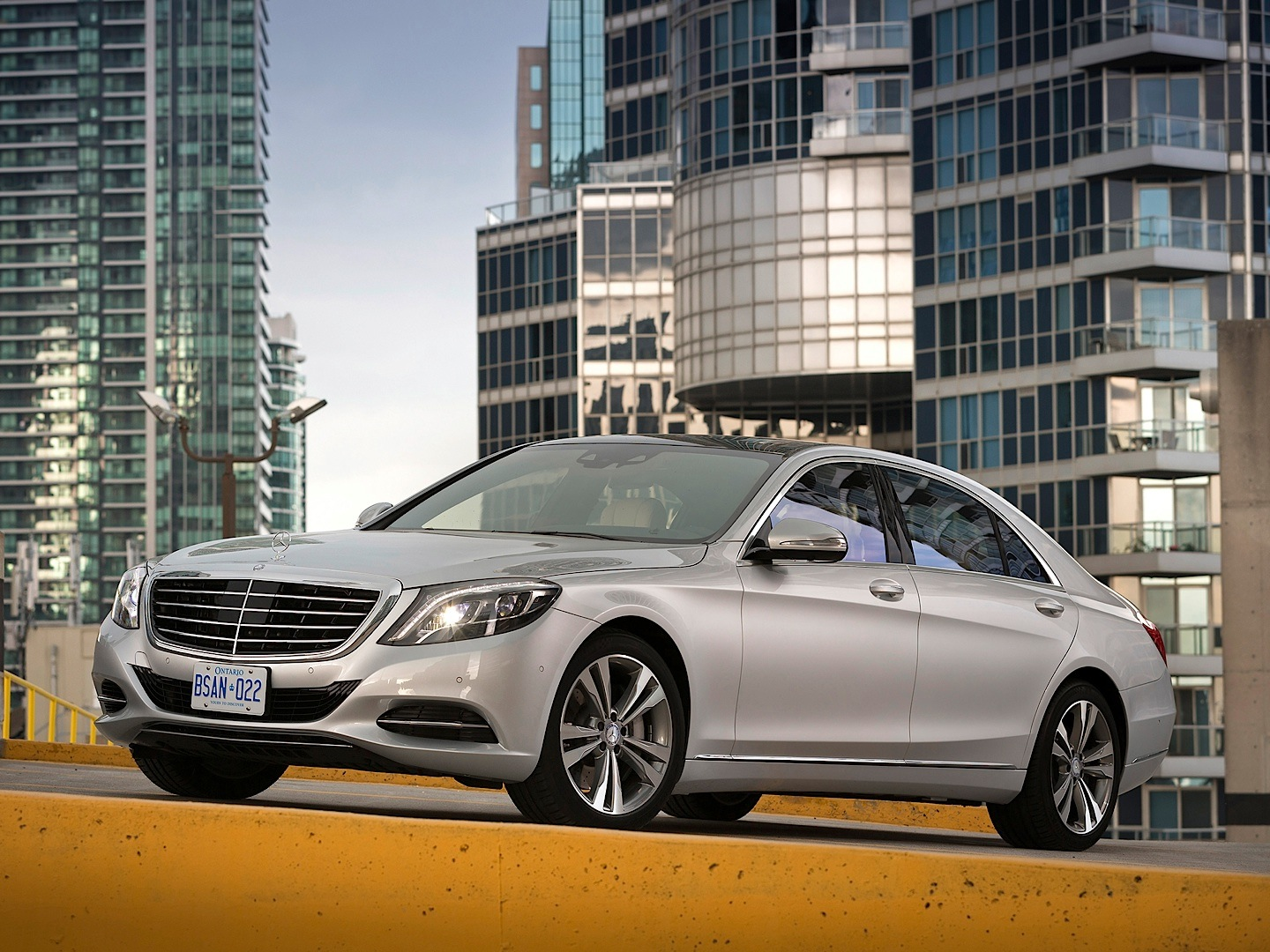 Mercedes benz s class w222 is the first china car of the for Mercedes benz china