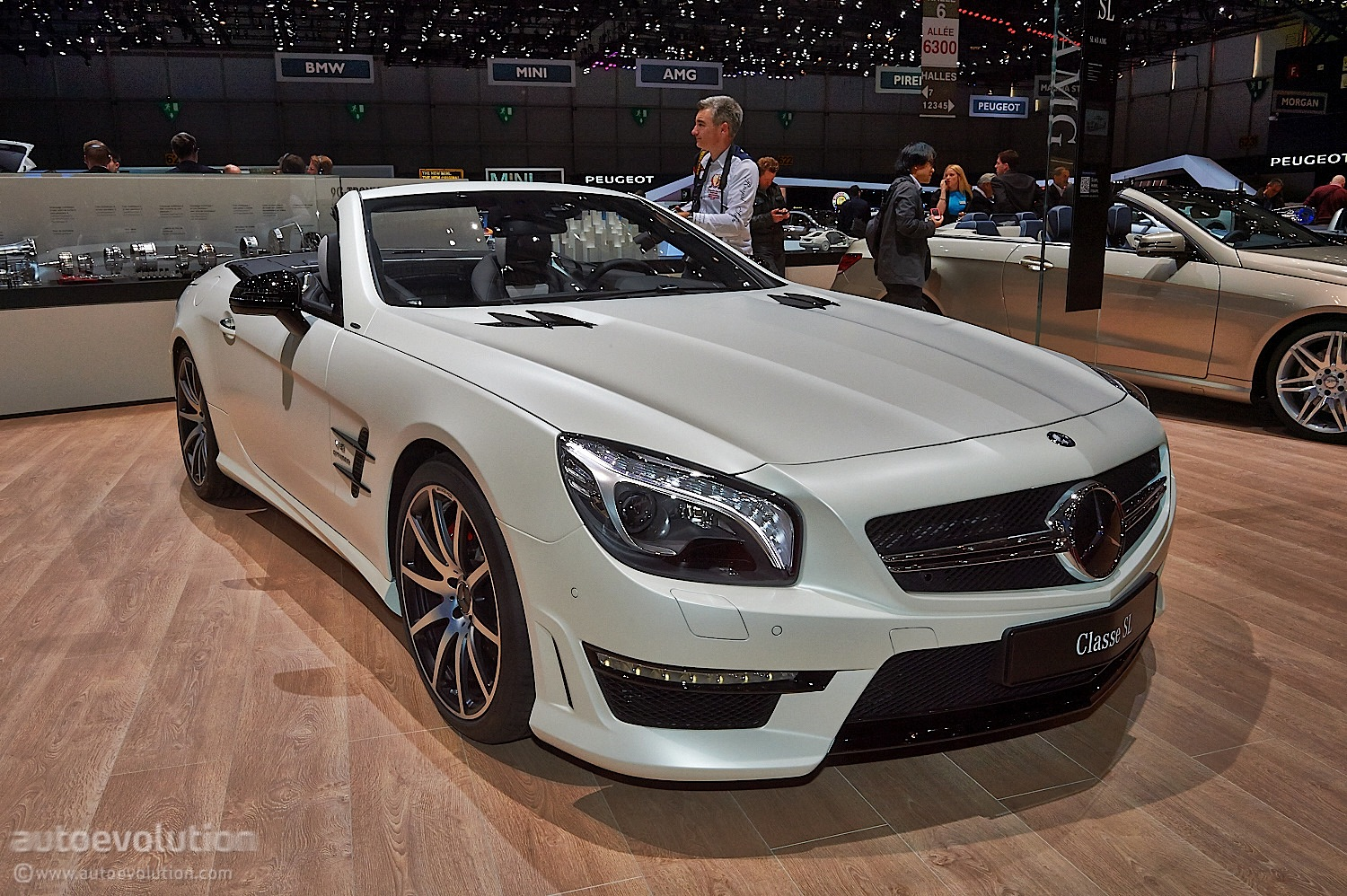 mercedes benz sl 2look edition is a looker in geneva live. Black Bedroom Furniture Sets. Home Design Ideas