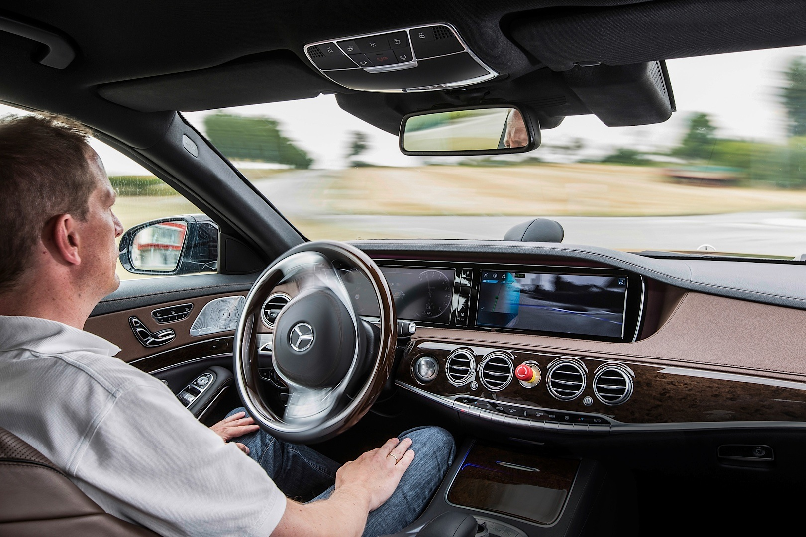 Mercedes-Benz to Bring Optional Autonomous Driving by 2020 ...