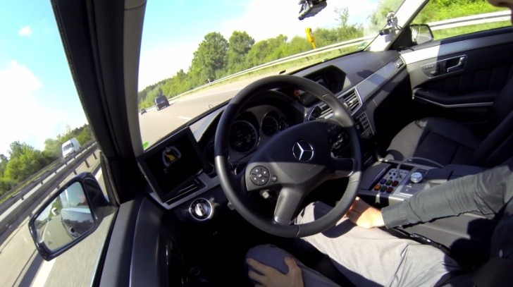 Mercedes-Benz to Introduce Autobahn Pilot Assistant in Two Years [Video]