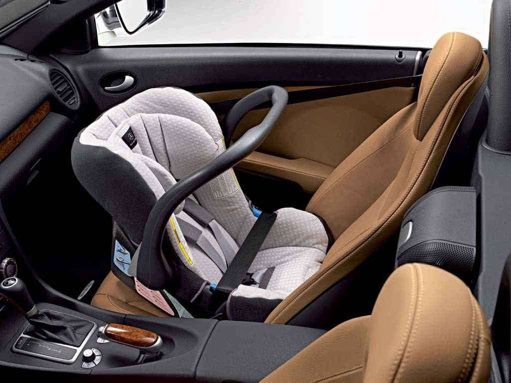 mercedes benz to offer vouchers for child seats autoevolution. Black Bedroom Furniture Sets. Home Design Ideas
