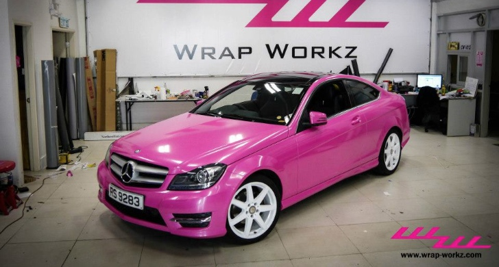 Mercedes c coupe feels macho in pink video autoevolution for Pink mercedes benz power wheels