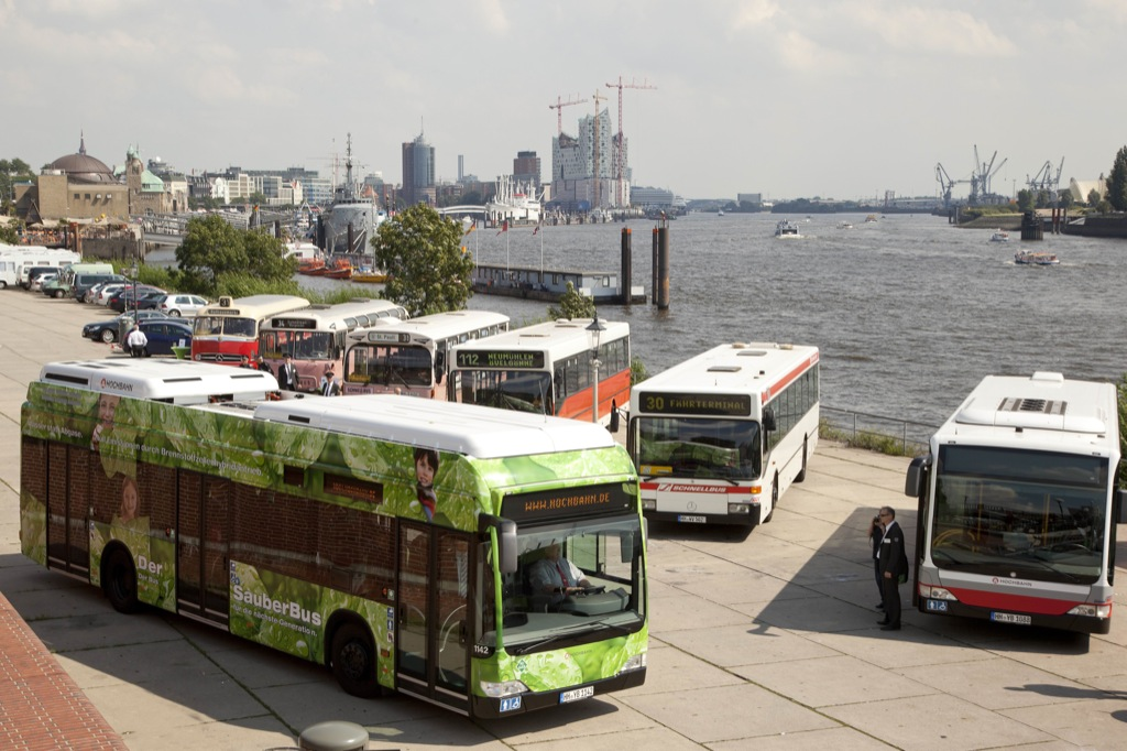 Mercedes citaro fuelcell hybrid buses now operating in for Benz hamburg