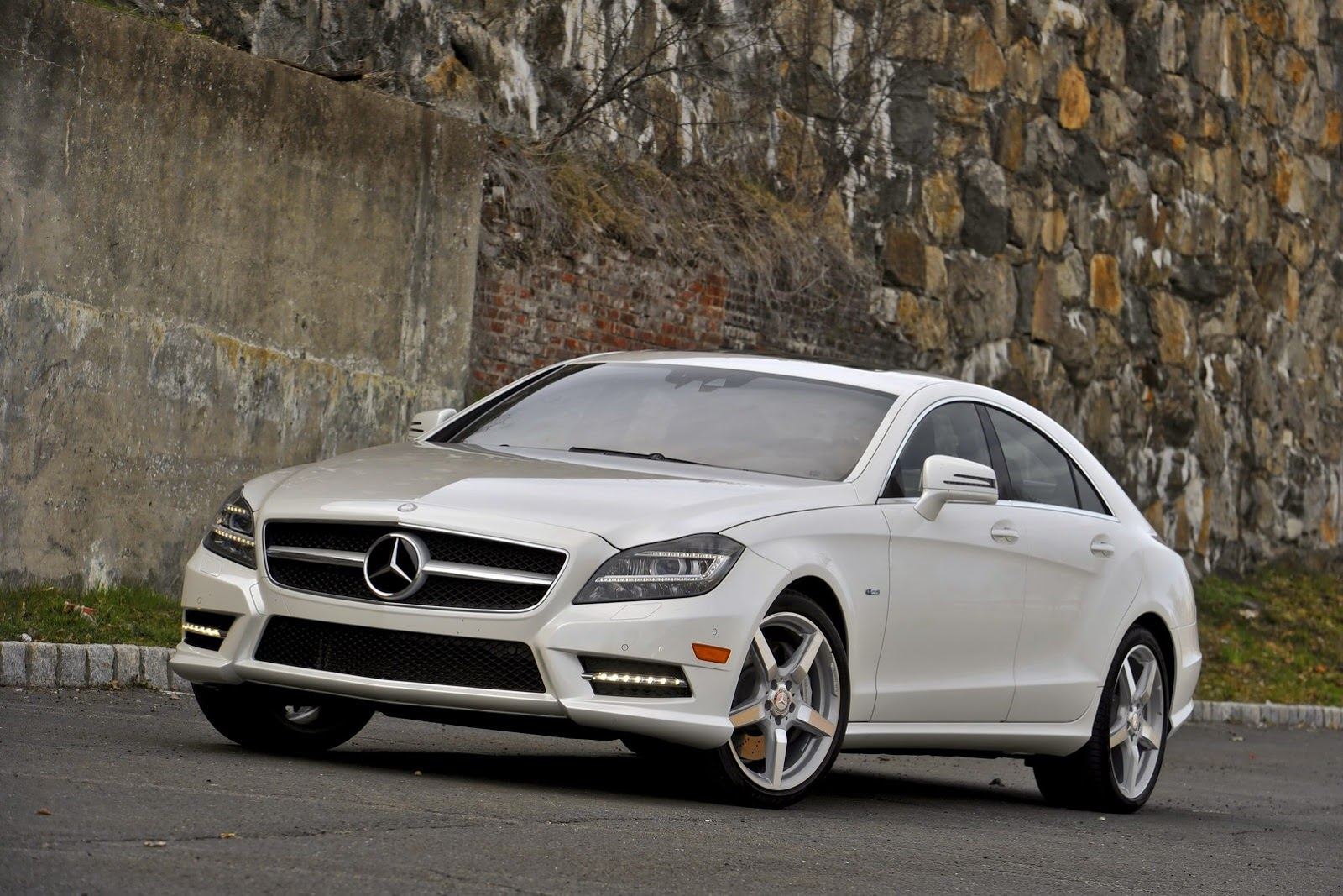 Mercedes Cls Recalled Because Hood May Open While Driving 2008 Benz Cls550 Rims 3 Photos