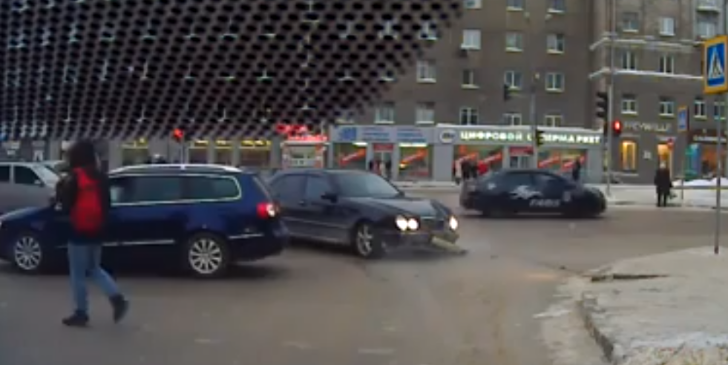 Mercedes E Class T Bones Vw Passat In Russian Crash