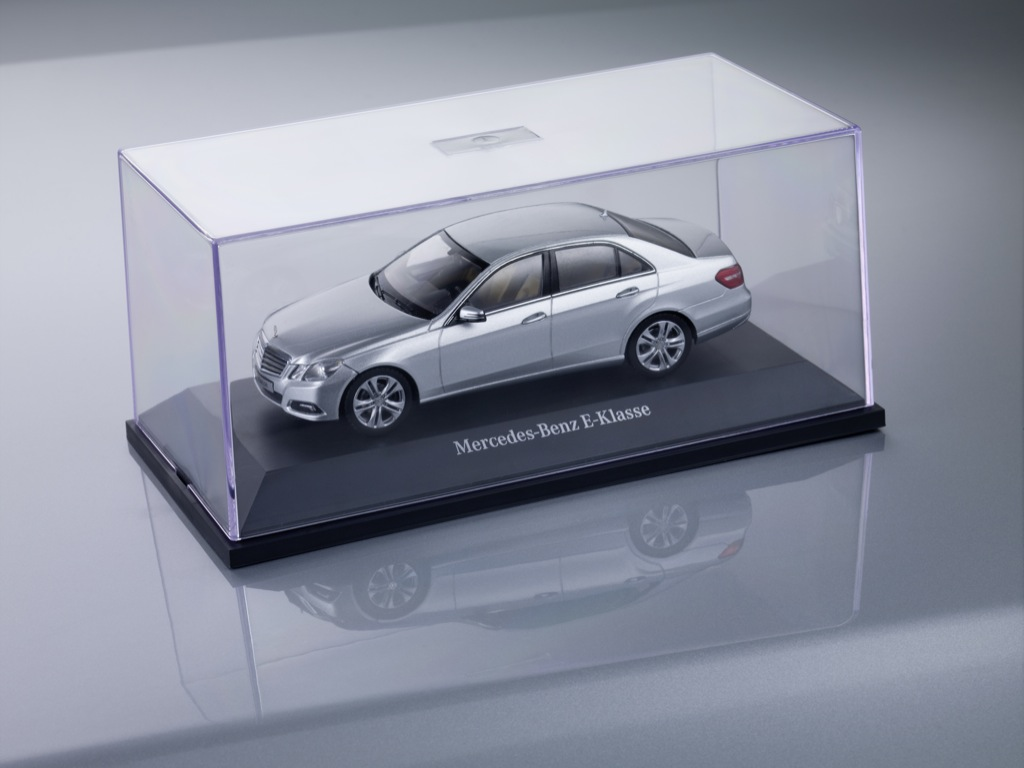 Mercedes e klasse miniatures and accessories autoevolution for Miniature mercedes benz models