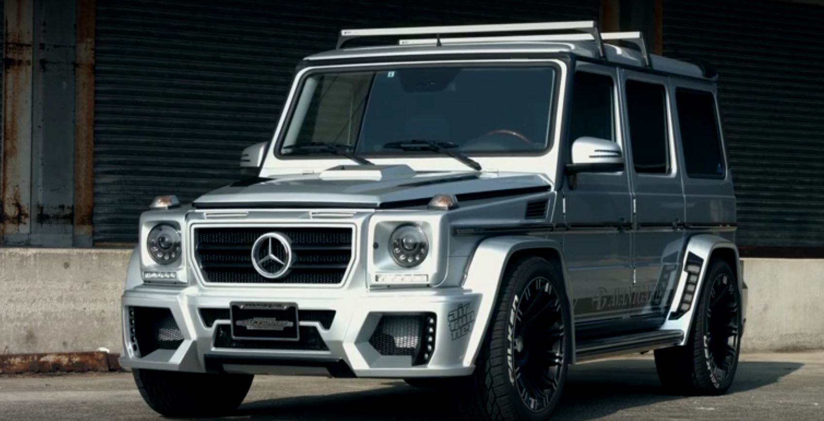 Mercedes G-Class with Air Suspension Lowers Itself onto ...