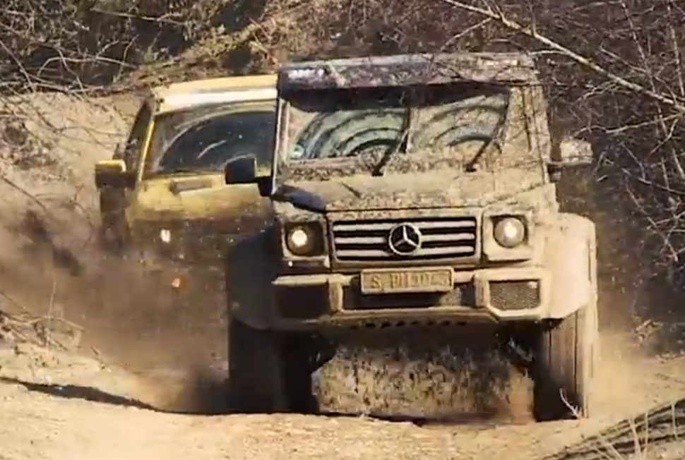 Mercedes G500 4x4 Takes on Hennessey Velociraptor in Top Gear