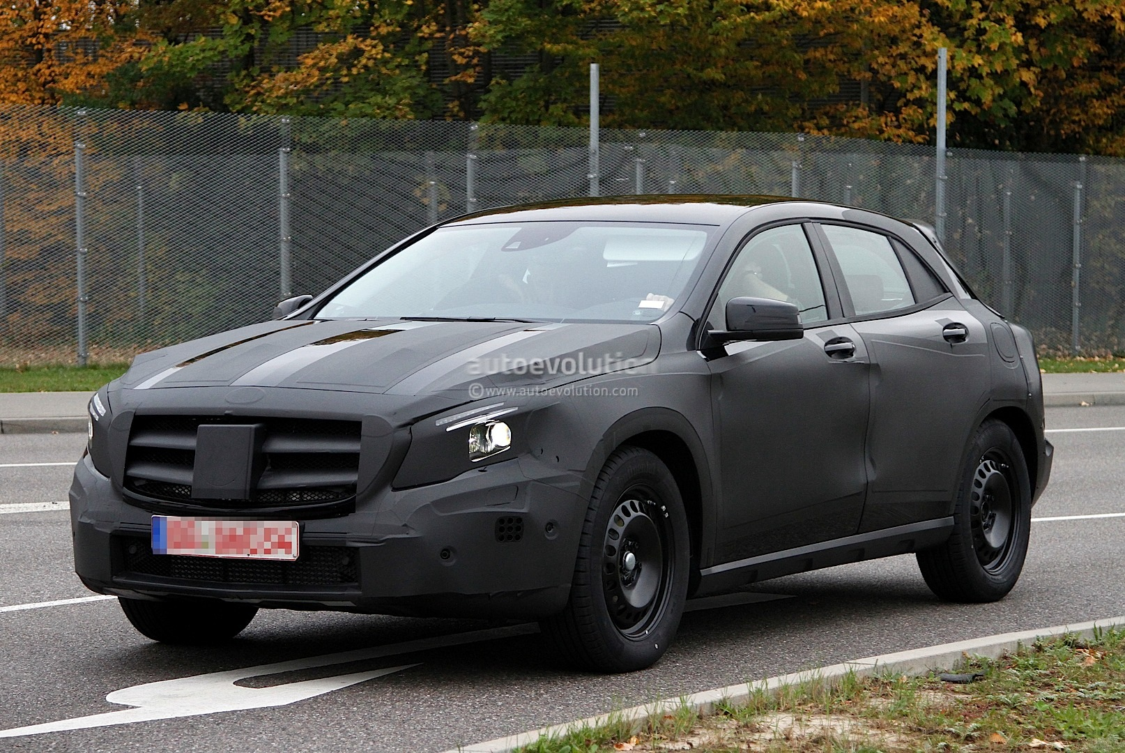 Mercedes gla compact crossover spied from up close for Mercedes benz gla crossover