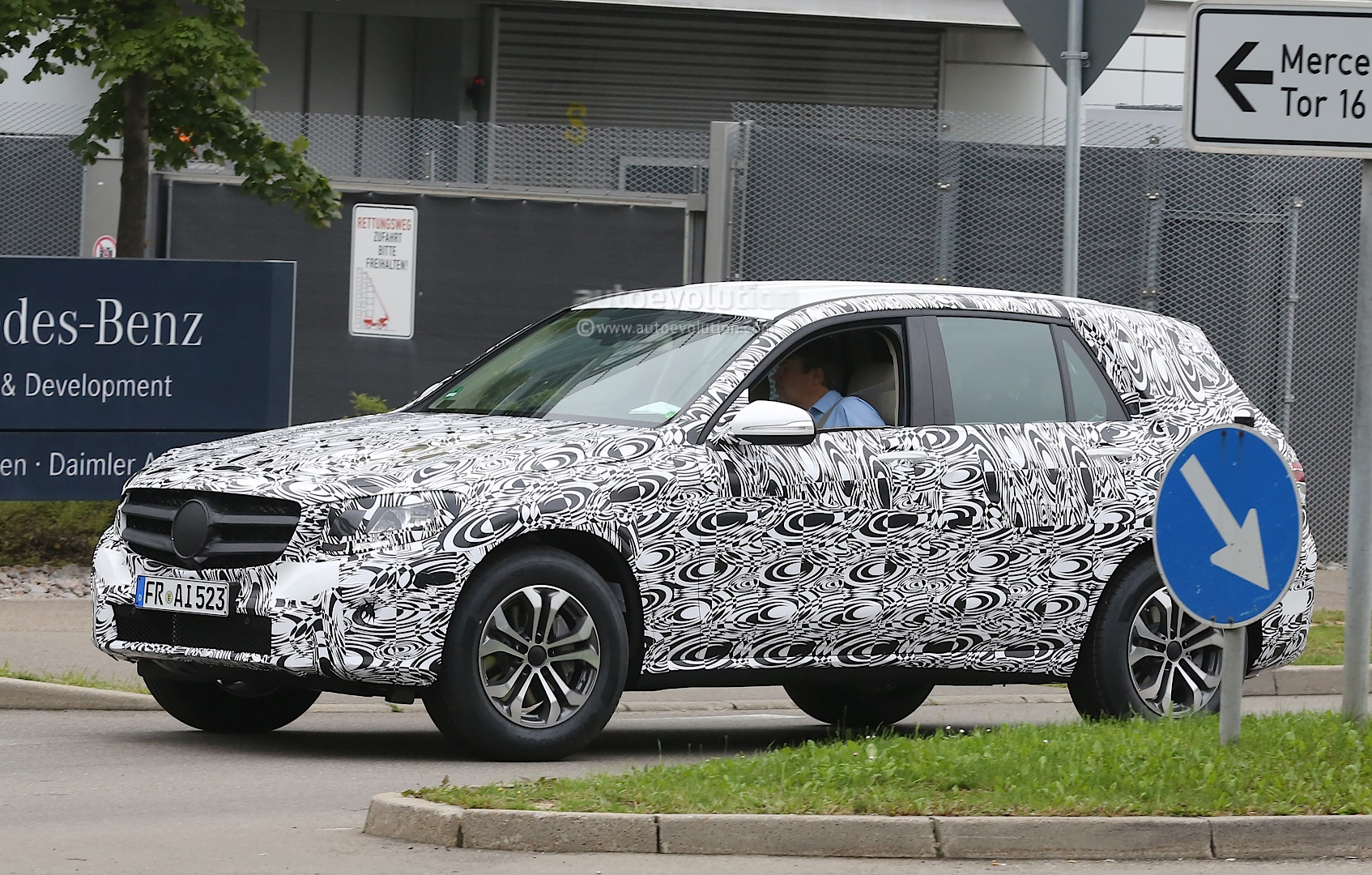 Mercedes GLK II Spied: Interior and New Design Revealed - autoevolution