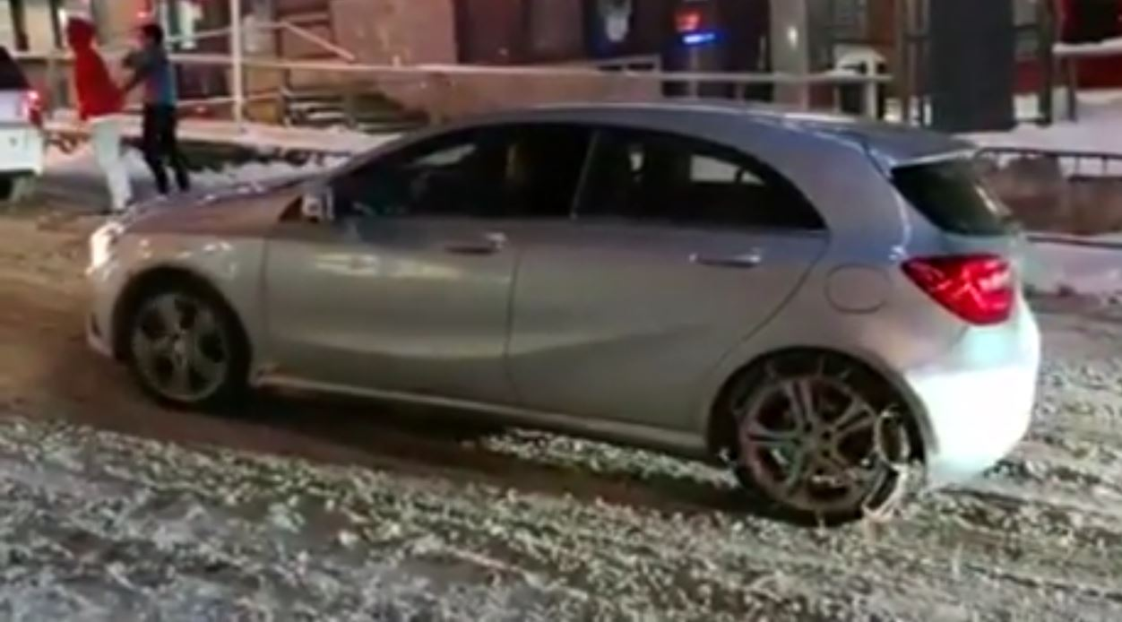 Mercedes hatch driver puts snow chains on the wrong wheels for Mercedes benz snow chains