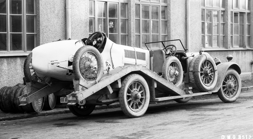 Mercedes Renntransporter - The Fastest Racing Car Hauler in the ...