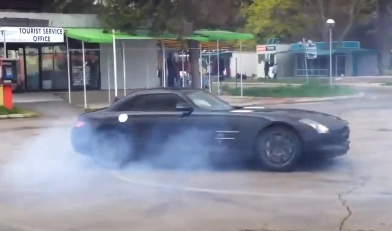 mercedes sls doing crazy donuts in bulgaria autoevolution. Black Bedroom Furniture Sets. Home Design Ideas