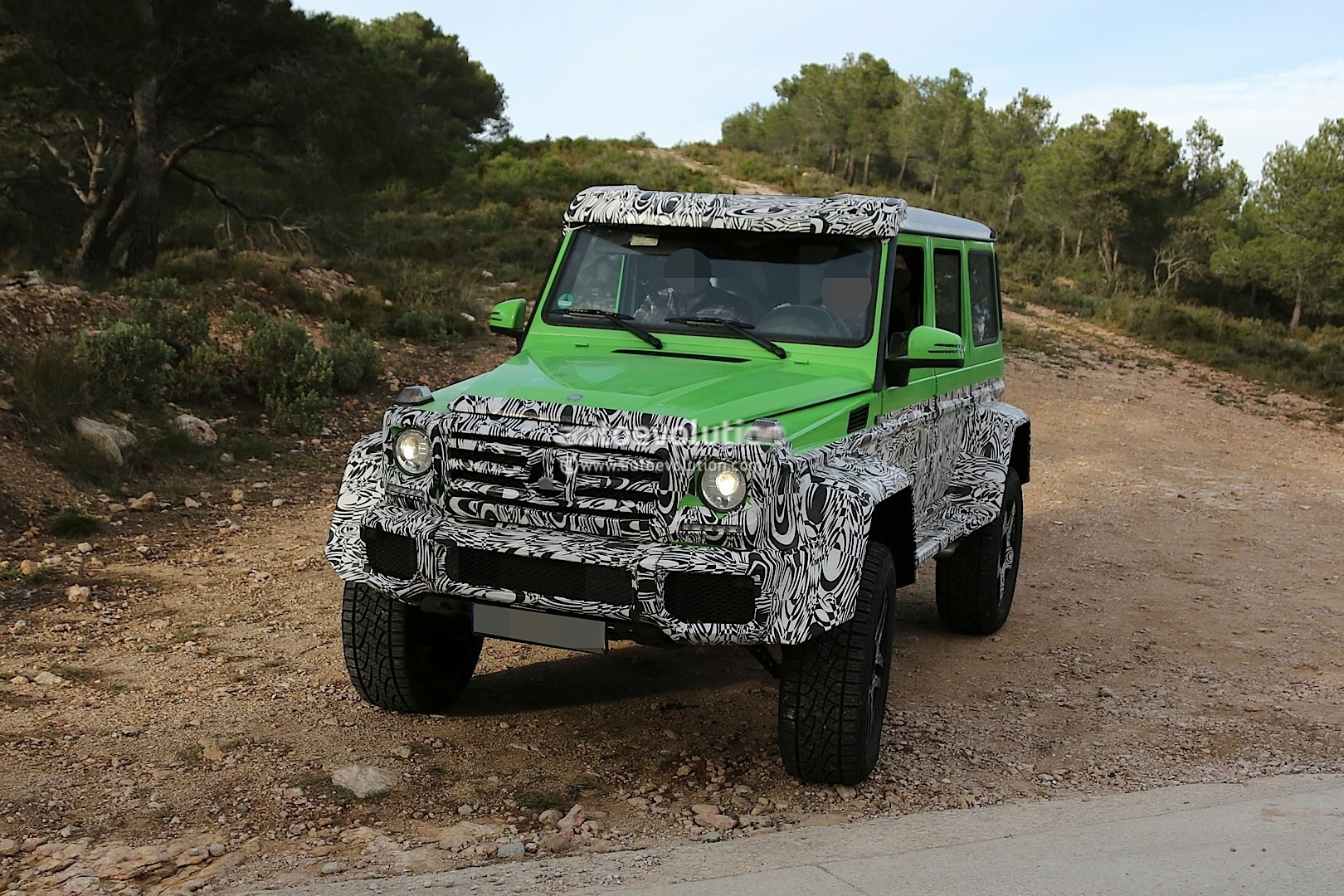 Mercedes-Benz Spied Testing Hardcore 4x4 Version of G63 AMG 6x6