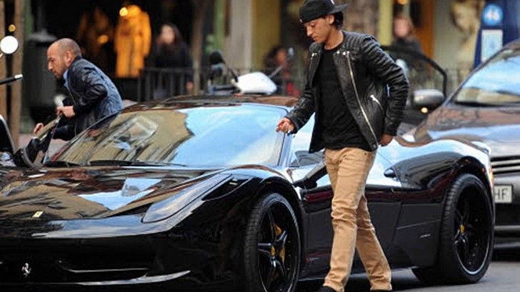 mesut ozil fined for double parking his ferrari 458. Black Bedroom Furniture Sets. Home Design Ideas