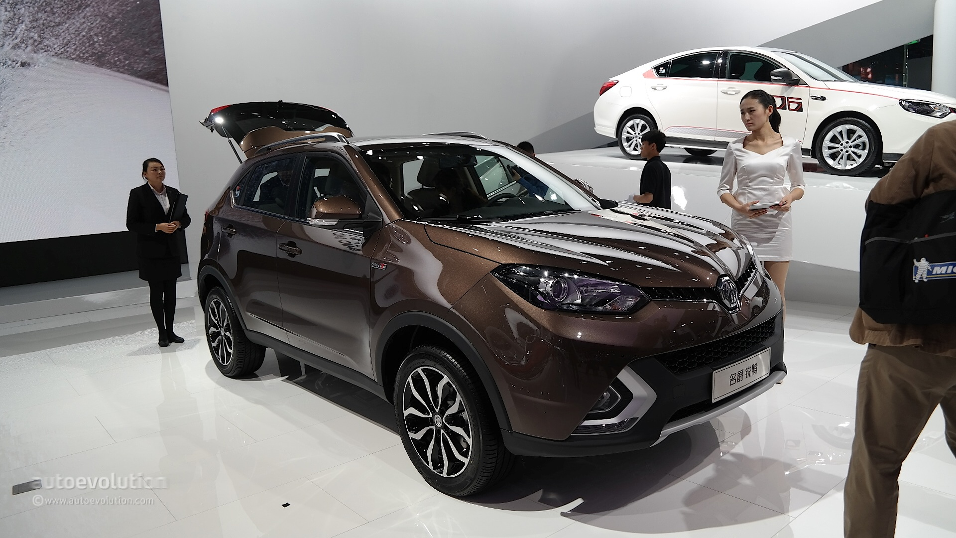MG GS SUV Debuts in Shanghai with 1.5 and 2-Liter Turbo Engines