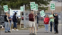 UAW supporters say wage cuts are unnecessary