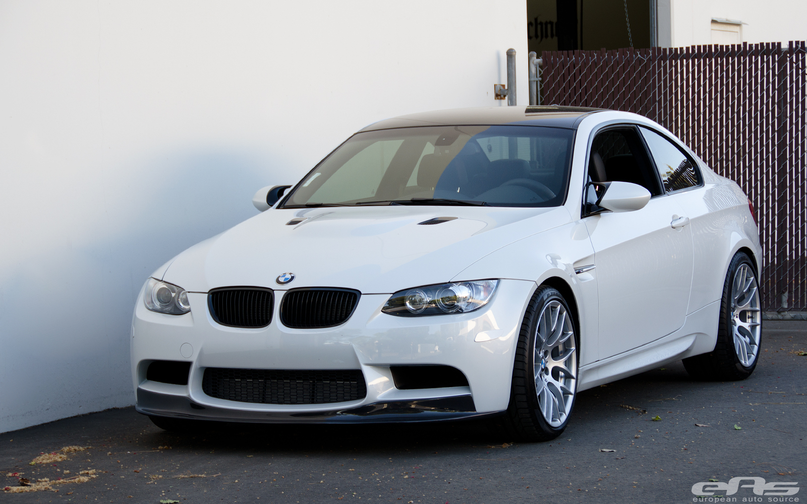 mineral white bmw e92 m3 zcp gets subtle changes at eas autoevolution. Black Bedroom Furniture Sets. Home Design Ideas