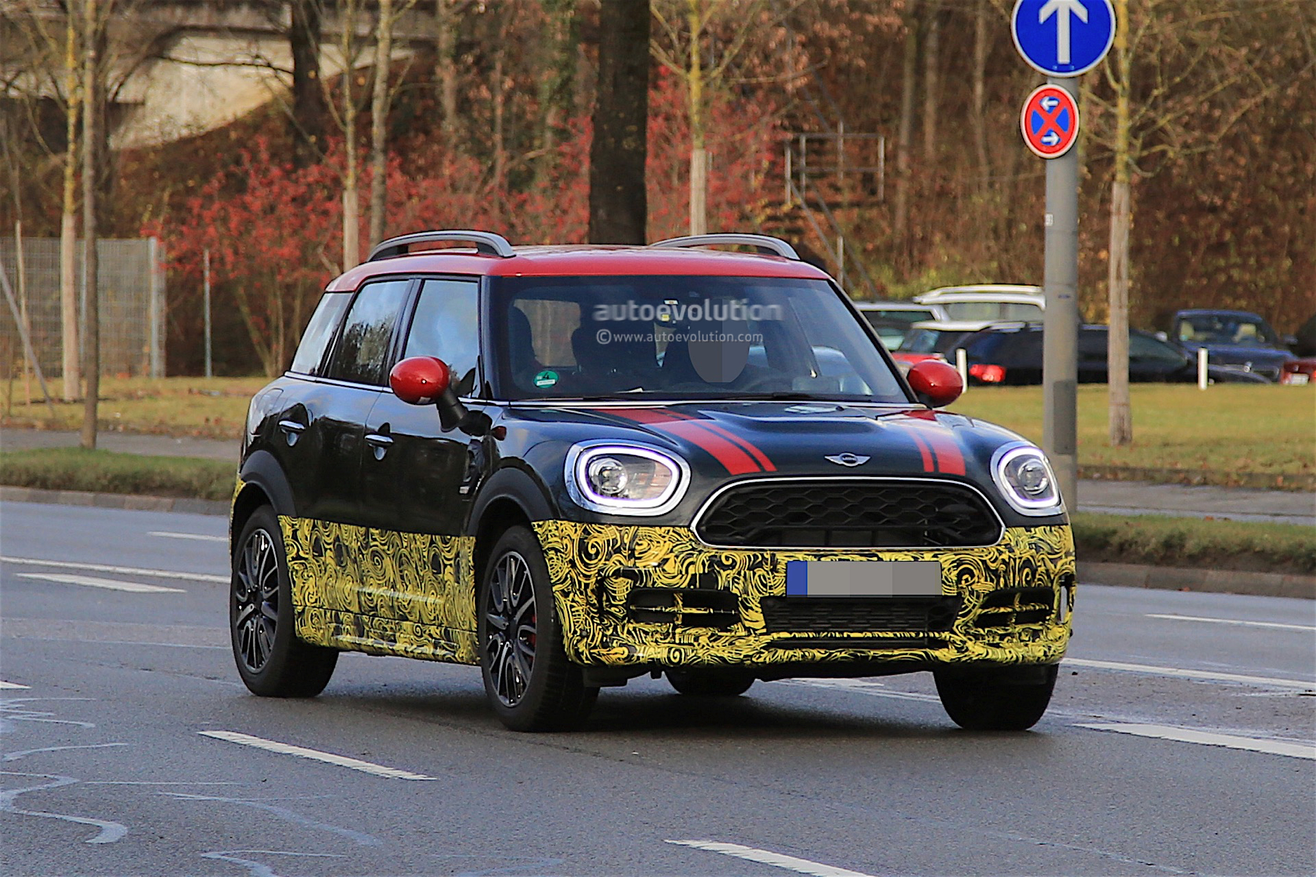 2018 mini countryman jcw spied testing almost uncovered autoevolution. Black Bedroom Furniture Sets. Home Design Ideas