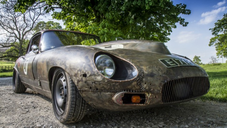 Monstrous E-Type is the Name of an English Cat with Rat Rod Mods