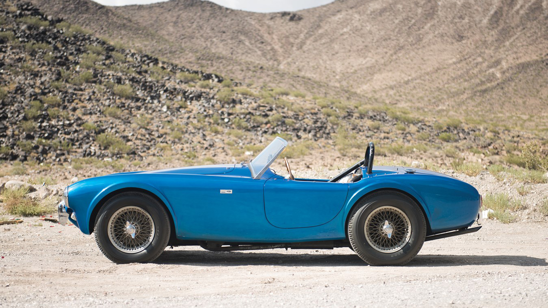 most expensive american car ever sold at auction now is carroll shelby s cobra autoevolution. Black Bedroom Furniture Sets. Home Design Ideas