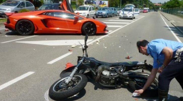 Motorcycle Crashes into Lamborghini Aventador in Italy