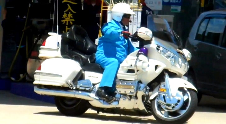 Motorcycle Police Cosplay Legal In Japan Autoevolution