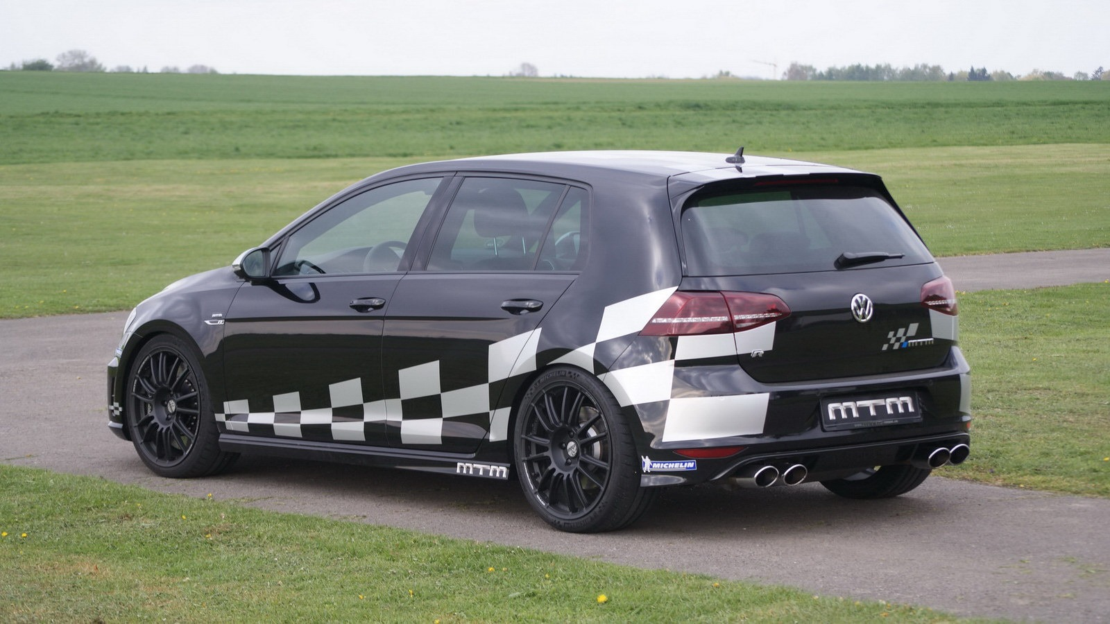 mtm tuned vw golf r churns out 360 bhp autoevolution. Black Bedroom Furniture Sets. Home Design Ideas