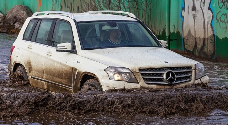 Mud Driving in Russia Looks Like Chocolate Fountain [Photo Gallery]