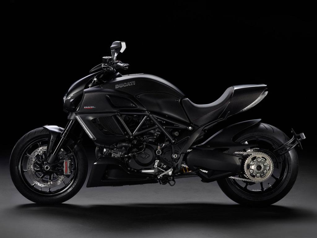 Muscle Bike Trio: Ducati Diavel, Yamaha VMAX and Triumph Rocket III
