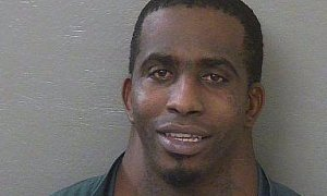 Neck Guy Arrested On Driving Charges Makes The Internet Lol