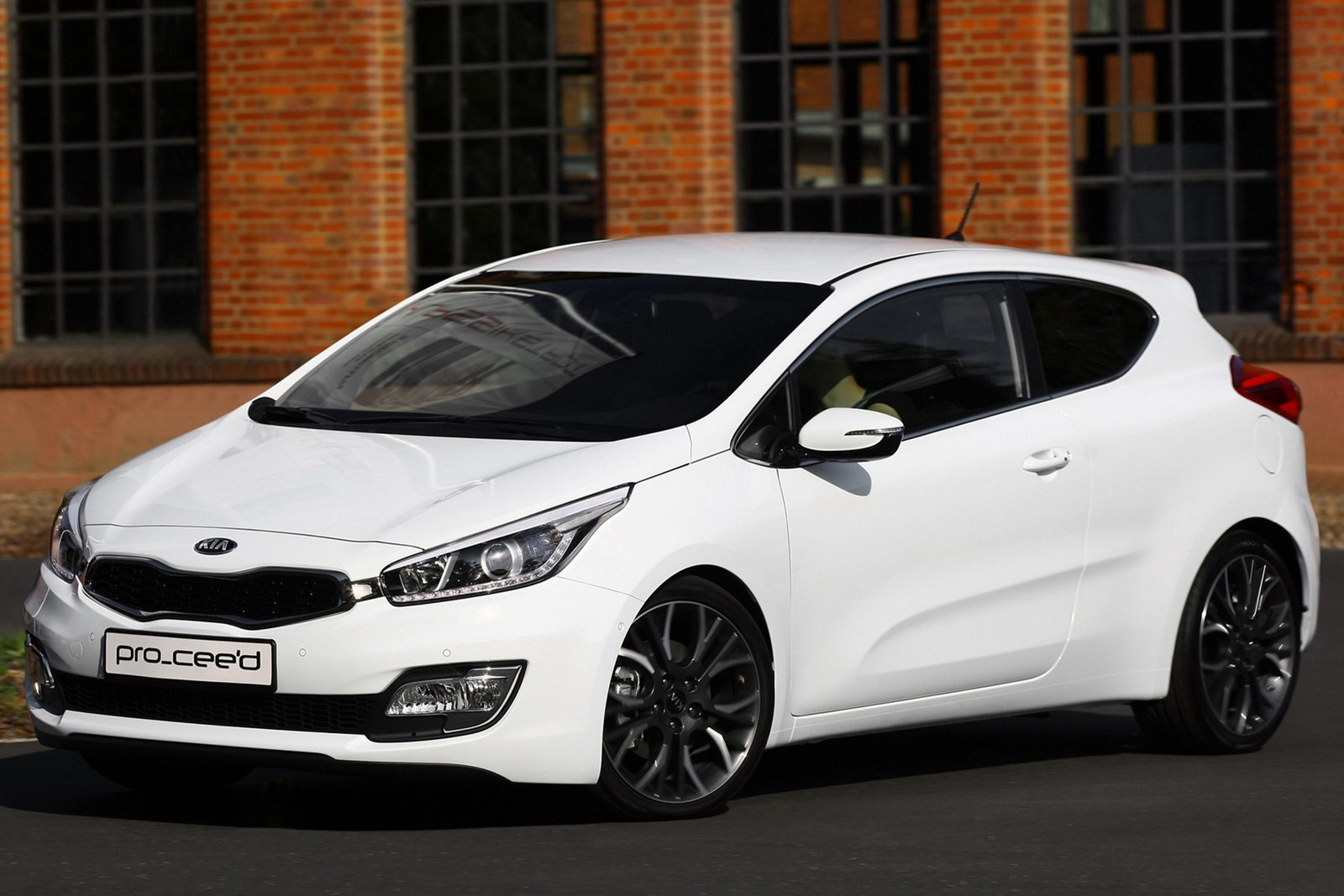 new 2013 kia pro cee d coupe revealed ahead of paris autoevolution. Black Bedroom Furniture Sets. Home Design Ideas