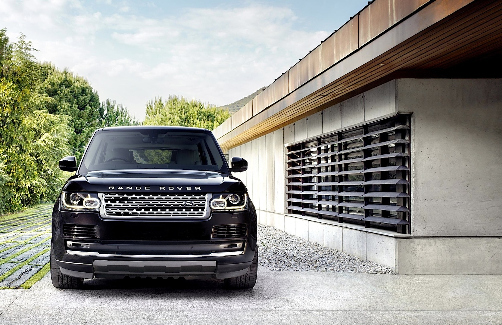 new 2013 range rover uk pricing released autoevolution. Black Bedroom Furniture Sets. Home Design Ideas