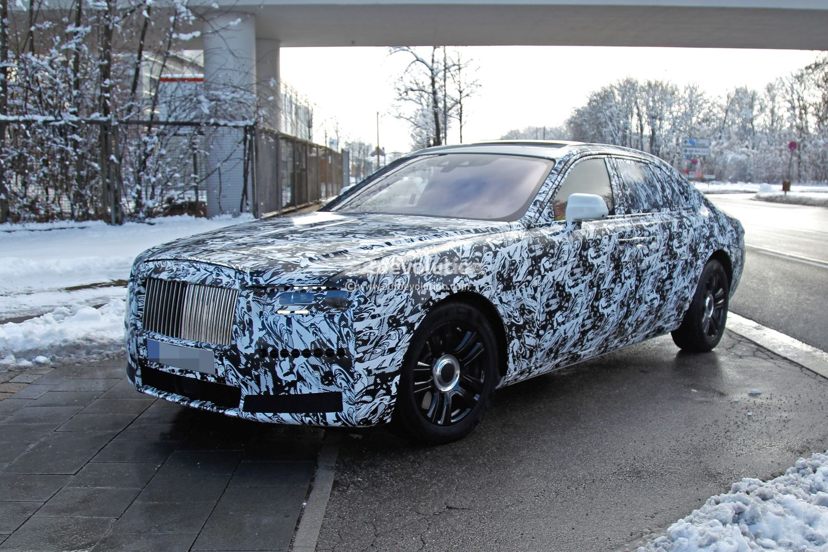 New Rolls Royce >> New Rolls Royce Ghost Spied Testing Shows More Dynamic Silhouette