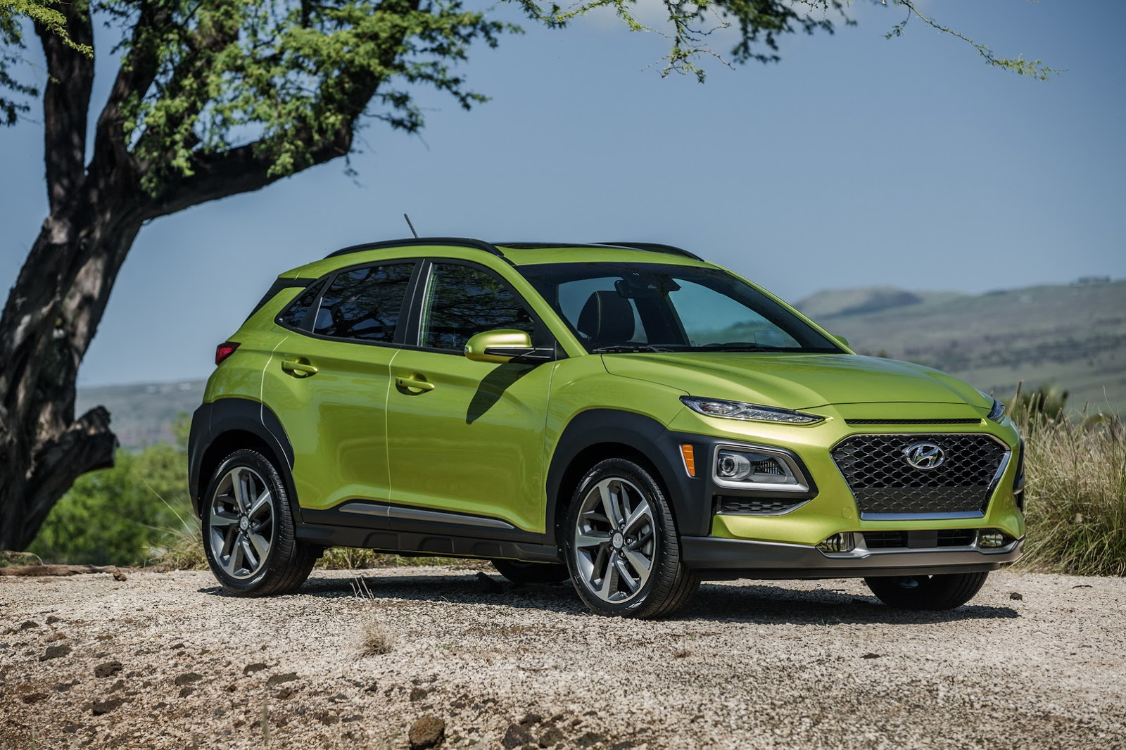 new hyundai kona shows other suvs how it s done at 2017 l a auto show autoevolution. Black Bedroom Furniture Sets. Home Design Ideas