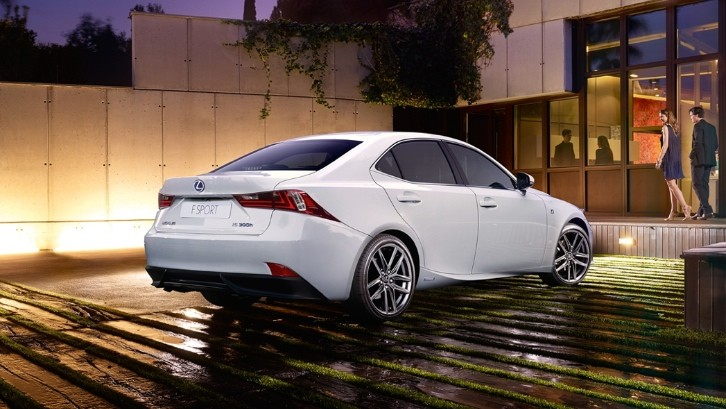 New Lexus IS 300h is Twice as Efficient as a 350