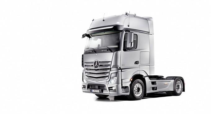 New Mercedes Actros Sets Fuel-efficency Standard on 10 ...
