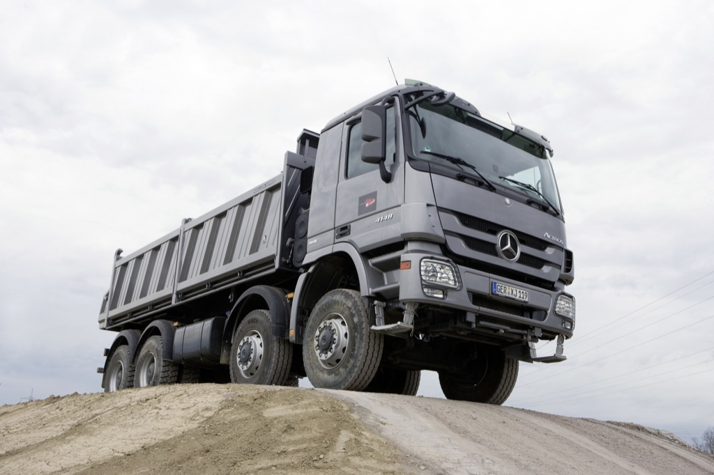 New Mercedes-Benz Actros Details and Official Photos