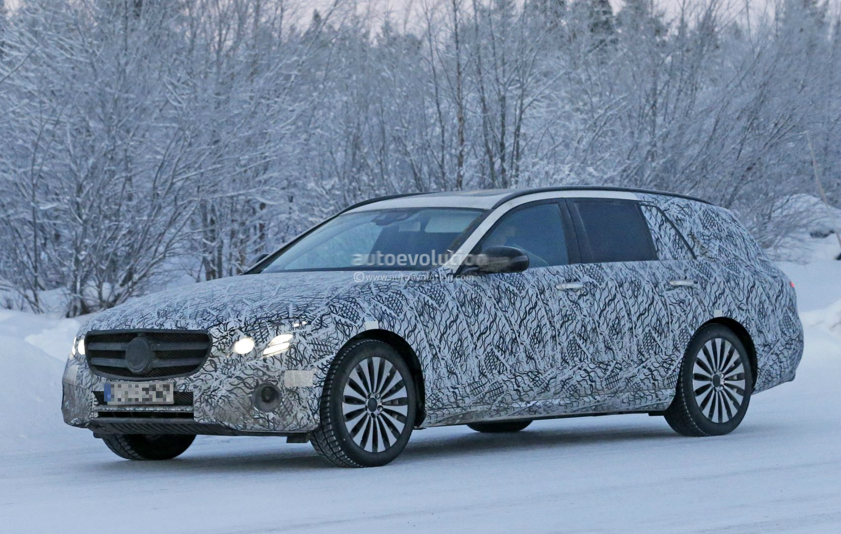new mercedes e class wagon spied all terrain jacked up version rumored for 2017 autoevolution. Black Bedroom Furniture Sets. Home Design Ideas