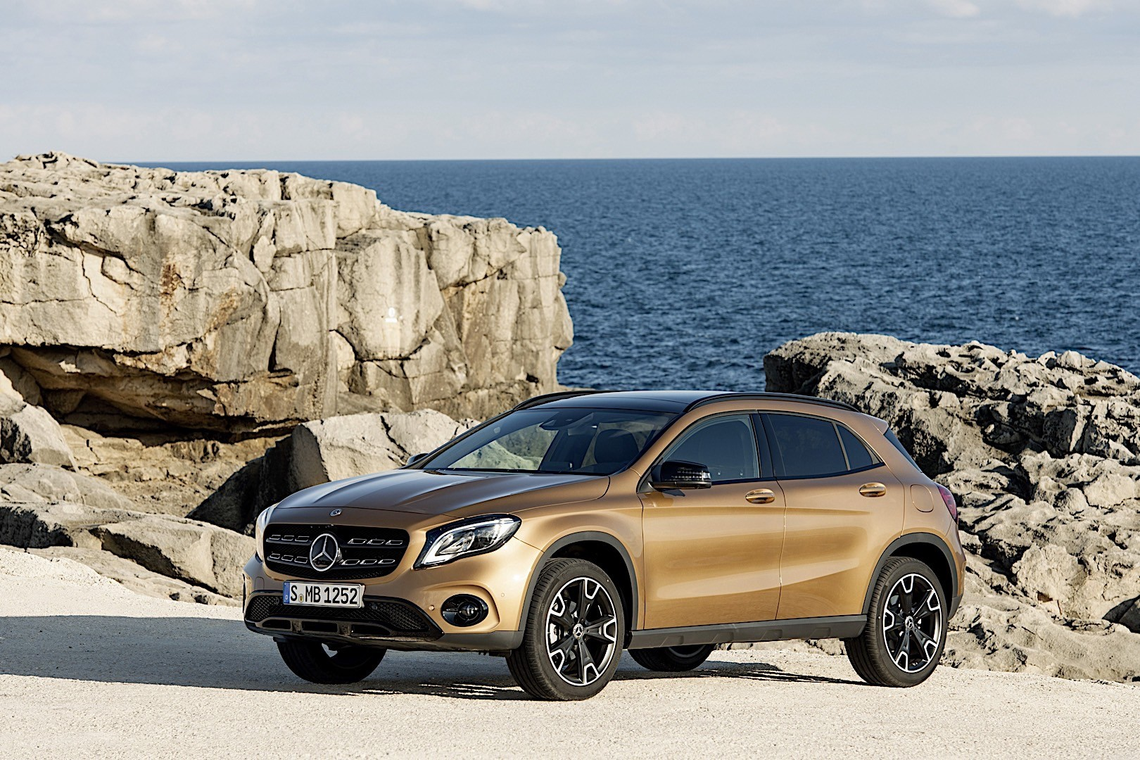 New Mercedes Gla And Glb Coming In 2019 With 2 Liter Sel