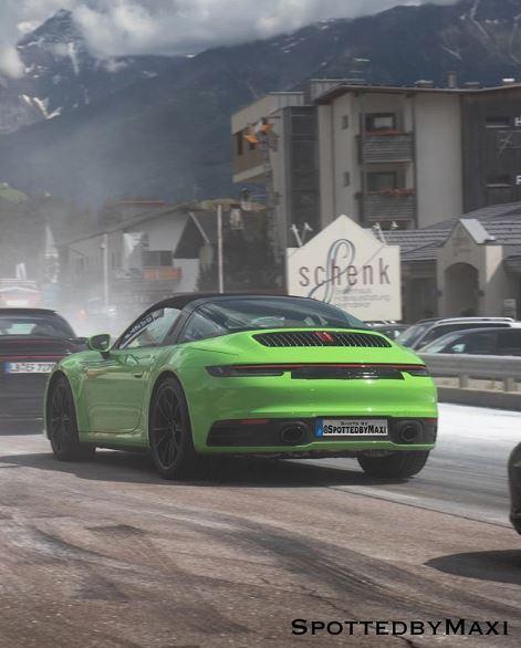 2018 - [Porsche] 911 - Page 16 New-porsche-911-targa-992-spotted-in-traffic-shows-elegant-roof-136314_1