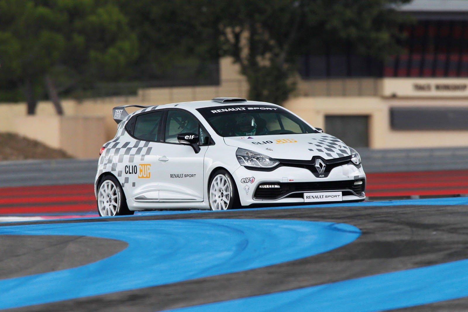 new renault clio iv rs becomes awesome race car autoevolution. Black Bedroom Furniture Sets. Home Design Ideas