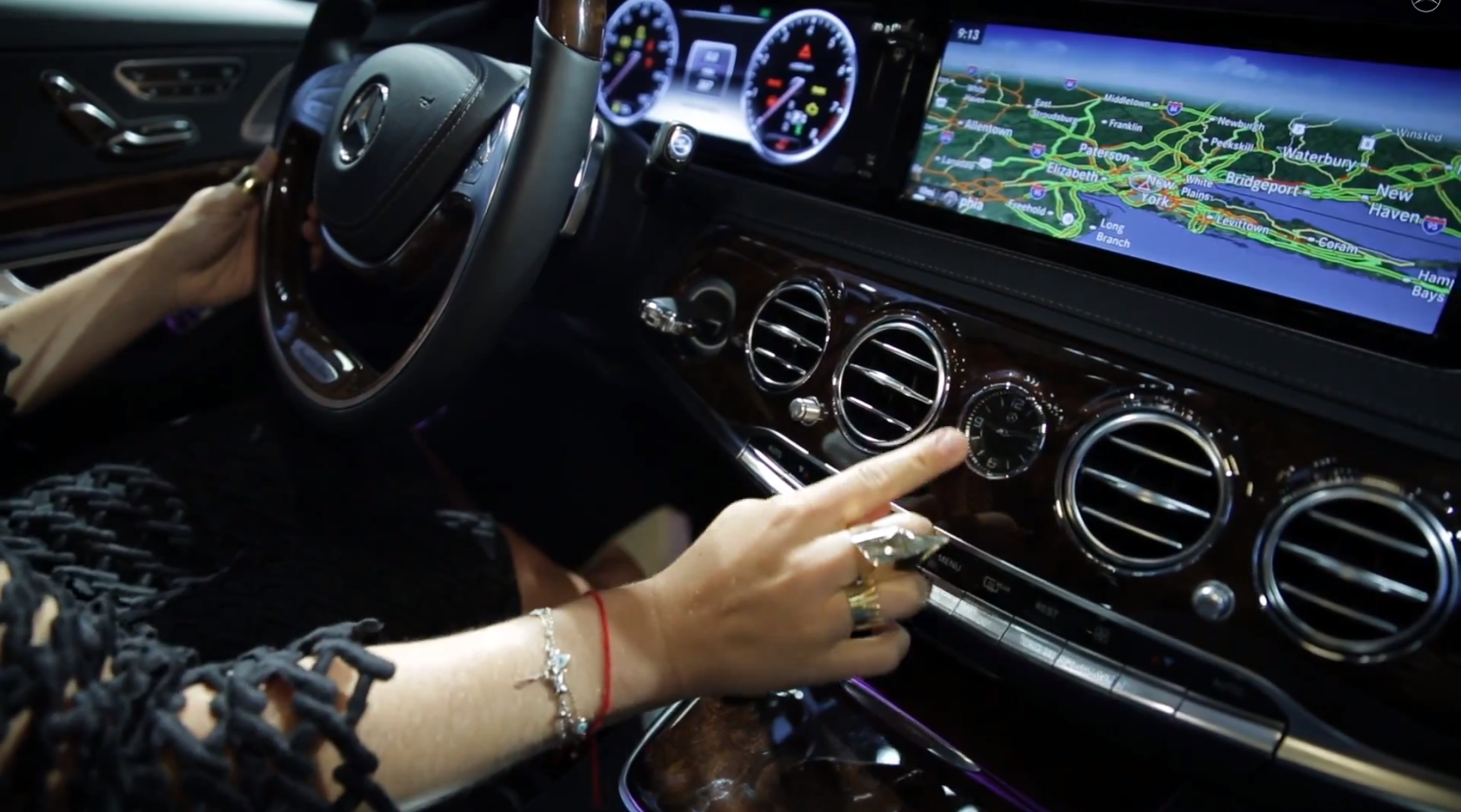 new-s-class-w222-gets-praised-by-claire-distenfeld-of-fivestory-video-